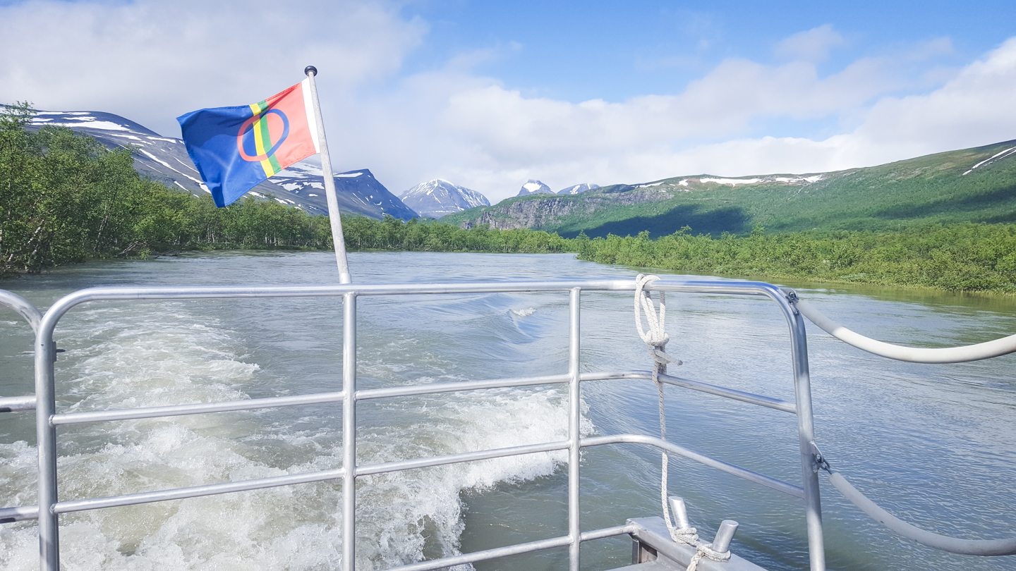 boat ride with enoks laddjujavri - kungsleden - Photo © Amanda Matti